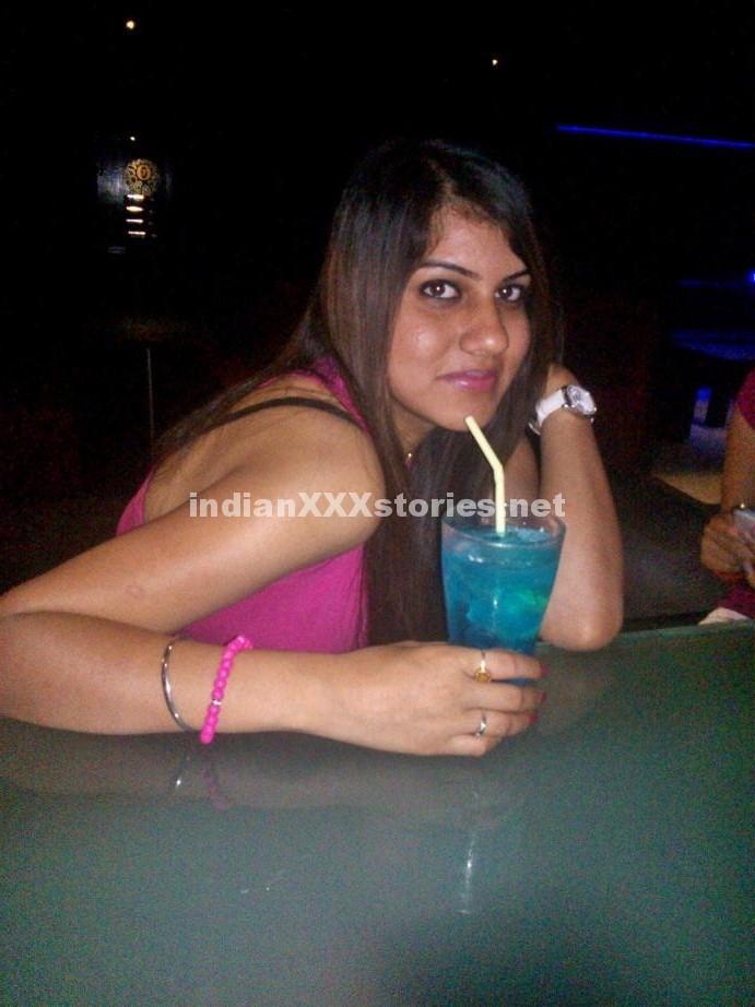 Avinash having sex with landlady Ramya